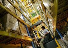 Les commandes à l'industrie américaine ont augmenté pour le deuxième mois d'affilée en mars, laissant penser que l'économie en général et le secteur industriel en particulier ont quitté le premier trimestre en situation de force. /Photo d'archives/REUTERS/Regis Duvignau