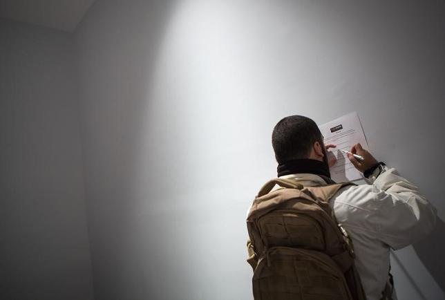 5月2日、4月の米非農業部門雇用者数が前月比28万8000人増と、約2年ぶりの大幅増となった。写真はニューヨークの人材フェア会場で2013年12月撮影(2014年 ロイター/Eric Thayer)