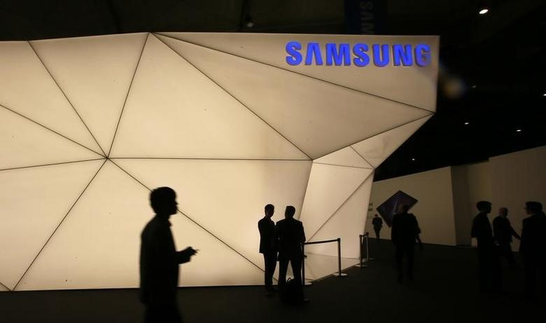 Visitors walk past the Samsung stand at the Mobile World Congress in Barcelona February 24, 2014. REUTERS/Gustau Nacarino/Files