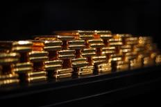 Слитки золота в хранилище ProAurum в Мюнхене 6 марта 2014 года. Цены на золото выросли в среду из-за опасений по поводу конфликтов на Украине и в ожидании комментариев Федеральной резервной системы США. REUTERS/Michael Dalder