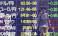 La Bourse de Tokyo a fini jeudi en nette hausse après les déclarations de la présidente de la Réserve fédérale, Janet Yellen, en faveur du maintien de mesures de soutien à l'économie américain. L'indice Nikkei a terminé en hausse de 0,93%,et le Topix, plus large, a progressé de 0,69%,. /Photo d'archives/REUTERS/Yuya Shino
