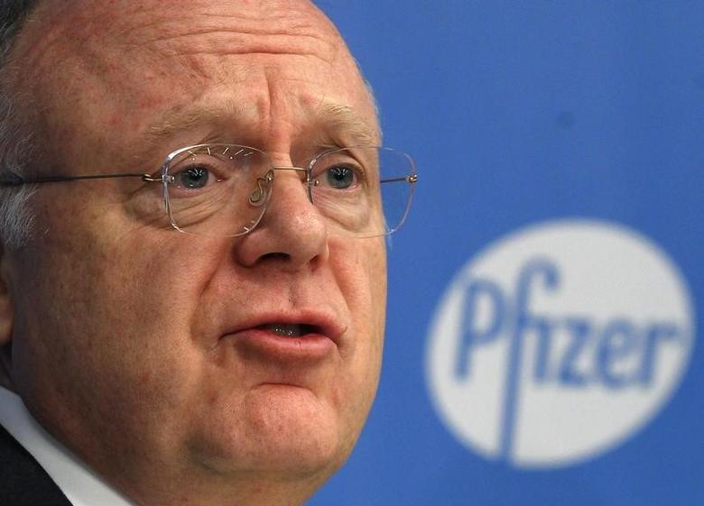 Ian Read, chief executive officer of Pfizer, speaks at a news conference in New York November 5, 2013. REUTERS/Adam Hunger/Files