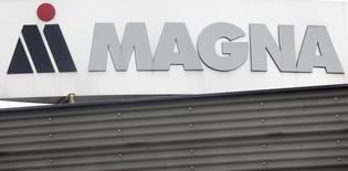 Логотип Magna Steyr на заводе в Граце, 14 октября 2010 года. Российский производитель иномарок группа компаний Автотор сообщила во вторник, что Канада послала письмо Magna с требованием прекратить участие в совместном предприятии, которое планировало вложить 150 миллиардов рублей в автопроизводство в Калининградской области. REUTERS/Herwig Prammer