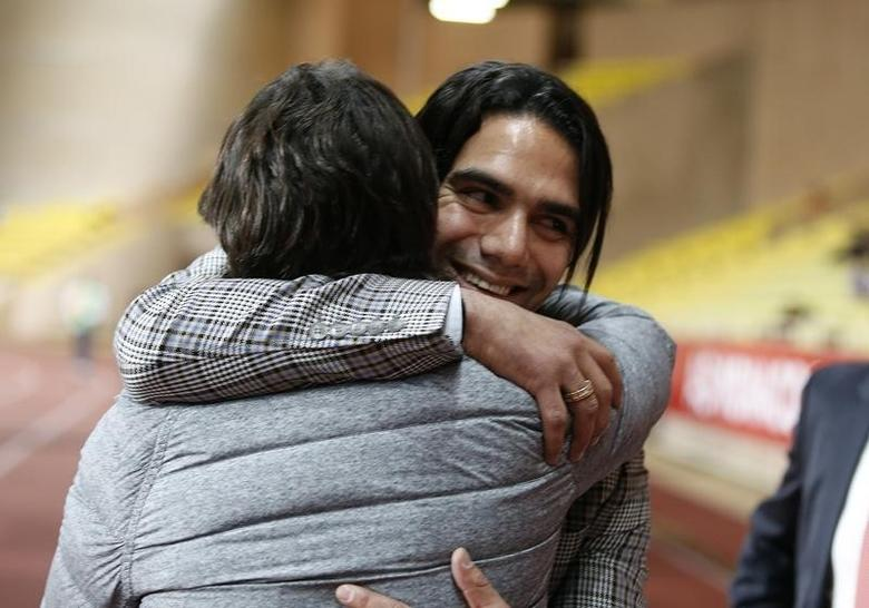 AS Monaco's Radamel Falcao of Colombia (R) hugs former Argentinian player Marcelo Gallardo before their French Ligue 1 soccer match against Nantes at Louis II stadium in Monaco April 6, 2014. REUTERS/Eric Gaillard