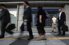 Fitch Ratings a confirmé la note souveraine A+ du Japon, assortie d'une perspective négative, en soulignant la fragilité de la situation des finances publiques de l'archipel. /Photo prise le 13 mai 2014/REUTERS/Yuya Shino