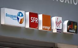 Orange pourrait jouer les invités surprises dans l'acte II de la recomposition du marché français des télécoms qui apparaît désormais inéluctable avec Bouygues Telecom en acteur principal et l'Etat en apprenti metteur en scène. /Photo prise le 16 mai 2014/REUTERS/Charles Platiau