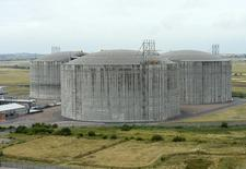Газовые хранилища в южной Англии 16 августа 2013 года. Еврокомиссия рассматривает предложение об увеличении странами Европы запасов газа в хранилищах, чтобы улучшить безопасность энергопоставок, учитывая риски украинского кризиса, сказал энергокомиссар по энергетике Гюнтер Эттингер. REUTERS/Paul Hackett