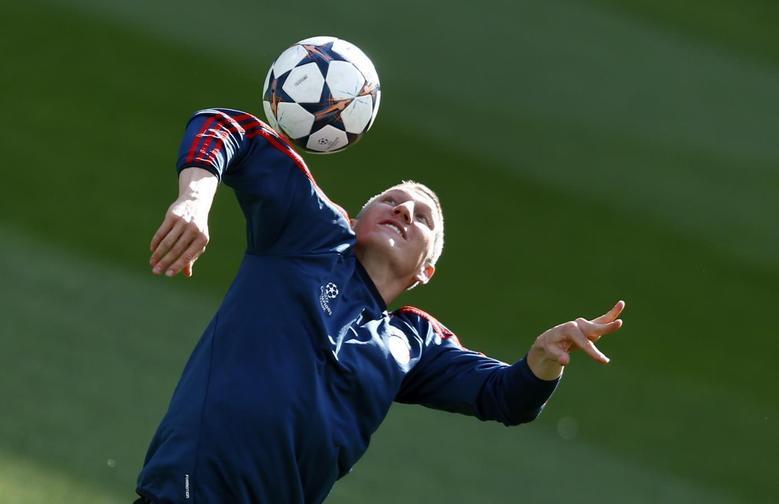 Bayern Munich's Bastian Schweinsteiger attends a training session at the Bernabeu stadium in Madrid April 22, 2014. REUTERS/Michael Dalder