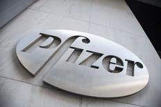 AstraZeneca rejette la dernière offre d'achat présentée par Pfizer. Le laboratoire britannique estime notamment qu'elle ne tient pas compte de sa valeur réelle en tant que groupe scientifique indépendant. /Photo d'archives/REUTERS/Andrew Kelly