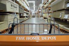 Home Depot, numéro un mondial des magasins de bricolage, annonce mardi une hausse moins marquée que prévu de ses ventes au premier trimestre 2014-2015, la traditionnelle saison de printemps ayant démarré lentement. /Photo d'archives/REUTERS/Jim Young