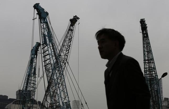 5月23日、日本経済の潜在的な供給力と需要の差を示す需給ギャップが、政府・日銀それぞれの試算で大幅に改善し、リーマンショック前の水準に近づきつつある。都内で2012年12月撮影(2014年 ロイター/Kim Kyung-Hoon)