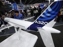Airbus Group étudie une nouvelle augmentation de la production de son A320 au-delà de 2018, après la hausse déjà programmée de 42 à 46 avions d'ici à 2016, déclare mardi son président exécutif Tom Enders. /Photo prise le 25 septembre 2013/REUTERS/Kim Kyung-Hoon