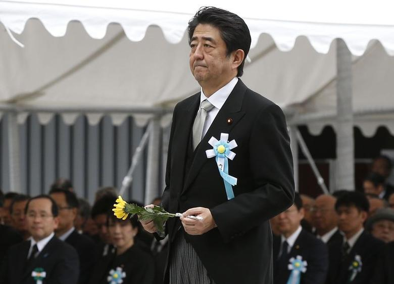 Japan's Prime Minister Shinzo Abe walks to offer a flower for Japan's unidentified war dead, during a ceremony at Chidorigafuchi National Cemetery in Tokyo May 26, 2014. REUTERS/Toru Hanai