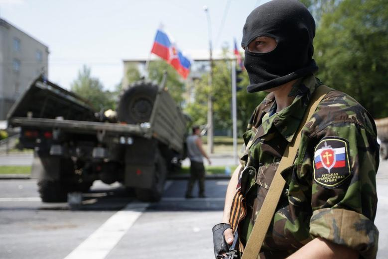 A member of a newly-formed pro-Russian armed group called the Russian Orthodox Army mans a barricade near Donetsk airport May 29, 2014.  REUTERS/Maxim Zmeyev