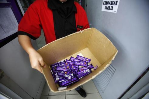 Indonesia testing Cadbury products after Malaysia halal uproar