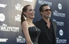 """Cast member Angelina Jolie and actor Brad Pitt pose at the premiere of """"Maleficent"""" at El Capitan theatre in Hollywood, California May 28, 2014.  REUTERS/Mario Anzuoni"""