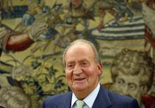 Rei Juan Carlos, da Espanha, durante reunião no Palácio da Zarzuela, próximo a  Madri. Juan Carlos anunciou na segunda-feira que irá abdicar em favor de seu filho mais popular, o príncipe Felipe. 02/06/2014 REUTERS/Susana Vera