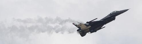 Lockheed Martin, qui est à suivre mardi à Wall Street, a remporté un contrat de 915 millions de dollars (672 millions d'euros) pour développer un système de radars basé sur Terre qui doit permettre à l'armée de l'air américaine de suivre la trajectoire de centaines de milliers d'objets dans l'espace. /Photo prise le 19 mai 2014/REUTERS/Tobias Schwarz