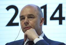 Le ministre russe des Finances Anton Silouanov, annonce mardi que la Russie et la Chine ont conclu un accord sur la création en commun d'une agence de notation financière, un signe parmi d'autres du resserrement en cours des relations commerciales entre les deux pays. /Photo prise le 22 mai 2014/REUTERS/Sergei Karpukhin