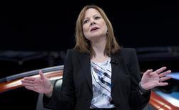 Les responsables de General Motors sont de plus en plus convaincus que la directrice générale Mary Barra sera exonérée de toute faute dans l'affaire des rappels de voitures à l'issue d'une enquête interne de trois mois, selon le New York Times. /Photo prise le 15 avril 2014/REUTERS/Carlo Allegri