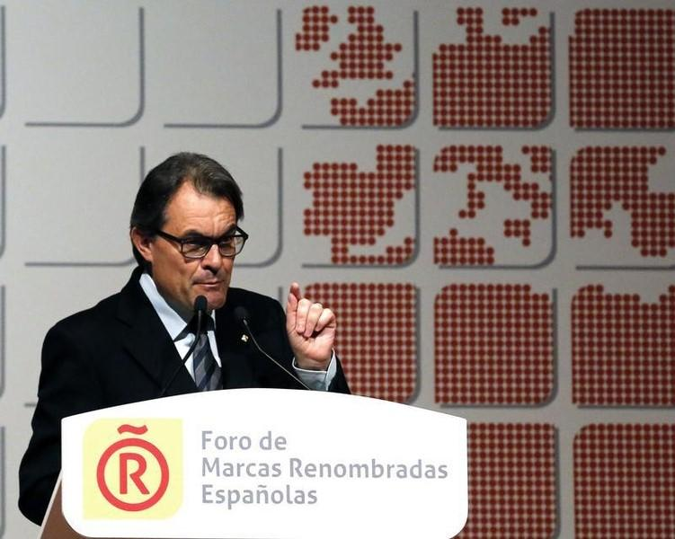 Catalan President Artur Mas gestures during a seminar of the Leading brands of Spain Forum in Barcelona April 24, 2014. REUTERS/Gustau Nacarino