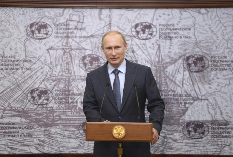 Russia's President Vladimir Putin delivers a speech during a ceremony to award researchers and explorers of the Antarctic continent, in St. Petersburg June 5, 2014. REUTERS/Alexei Nikolsky/RIA Novosti/Kremlin