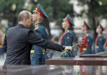 Russia's President Vladimir Putin attends a ceremony to commemorate the anniversary of the beginning of the Great Patriotic War against Nazi Germany in 1941 at the Tomb of the Unknown Soldier by the Kremlin walls in Moscow, June 22, 2013. REUTERS/Alexei Nikolskyi/RIA Novosti/Kremlin