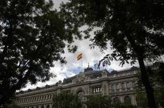 La Banque d'Espagne, à Madrid. L'Espagne va commencer à rembourser par anticipation une partie des 41,3 milliards d'euros d'aides que lui avait accordées l'Union européenne en 2012 pour renflouer son secteur bancaire. Le premier remboursement s'élèvera à 1,3 milliard d'euros. /Photo prise le 23 mai 2014/REUTERS/Andrea Comas