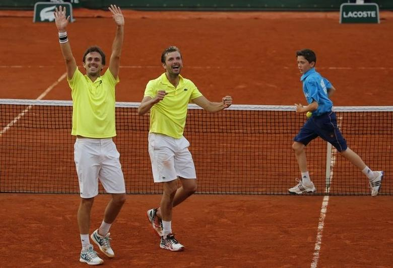 Julien Benneteau (R) and Edouard Roger-Vasselin of France celebrate after winning their men's doubles final match against Marcel Granollers and Marc Lopez of Spain during the French Open Tennis tournament at the Roland Garros stadium in Paris June 7, 2014.      REUTERS/Stephane Mahe