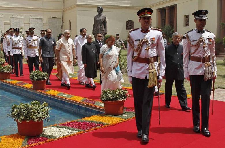 President Pranab Mukherjee (C) arrives along with Prime Minister Narendra Modi (on his L) and Lok Sabha speaker Sumitra Mahajan (wearing sari), to address the joint session of the parliament in New Delhi June 9, 2014. REUTERS/Stringer