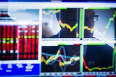 Un ancien trader sur le marché des dérivés du yen de la banque néerlandaise Rabobank a plaidé coupable mardi pour son rôle dans la manipulation du taux de référence Libor en yen. Takayuki Yagami, spécialiste des dérivés du yen, a plaidé coupable d'entente en vue de fraude bancaire et informatique devant un tribunal fédéral à New York, devenant ainsi la première personne à reconnaître sa culpabilité dans ce scandale international autour de la fixation de ces taux interbancaires. /Photo d'archives/REUTERS/Lucas Jackson