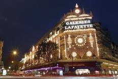 Les Galeries Lafayette ont annoncé jeudi l'ouverture d'un sixième magasin hors de France, à Milan, d'ici 2017-2018, poursuivant ainsi la stratégie d'internationalisation de l'enseigne de grands magasins. /Photo d'archives/REUTERS/Charles Platiau