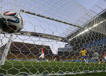 Croácia marca gol contra o Brasil em partida na Arena Corinthians, em São Paulo. 12/6/2014 REUTERS/Murad Sezer