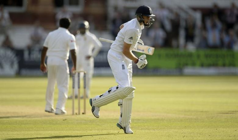 England's Joe Root celebrates after reaching his century during the first cricket test match against Sri Lanka at Lord's cricket ground in London, June 12, 2014.  REUTERS/Philip Brown (BRITAIN - Tags: SPORT CRICKET) - RTR3TG8N
