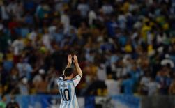 Argentina's Lionel Messi acknowledges the fans after they won their 2014 World Cup Group F soccer match against Bosnia at the Maracana stadium in Rio de Janeiro June 15, 2014. REUTERS/Pilar Olivares