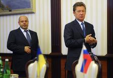 El jefe ejecutivo de Gazprom arriba para hablar de la energía con el ministro Yuri Prodan, de Ucrania, en Kiev, 15 de junio de 2014. El ministro de Energía de Ucrania dijo que Rusia cortó el lunes todos los suministros de gas a Kiev, pero garantizó que unos flujos de gas confiables continuarán llegando a los clientes europeos de Moscú que reciben las importaciones mediante tuberías que atraviesan a Ucrania. REUTERS/Andrew Kravchenko/Pool