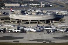 Aéroports de Paris a vu son trafic progresser de 1,7% en mai par rapport au même mois de 2013 avec 8,1 millions de passagers accueillis, dont 5,6 millions à Charles de Gaulle (+3,2%) et 2,5 millions à Orly (-1,6%).  /Photo d'archives/REUTERS