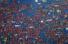 Torcedores do Chile em meio a cadeiras vazias durante partida contra Austrália na Arena Pantanal, em Cuiabá. 13/6/2014 REUTERS/Eddie Keogh