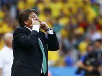 Técnico mexicano, Miguel Herrera, durante jogo com Brasil.  REUTERS/Kai Pfaffenbach
