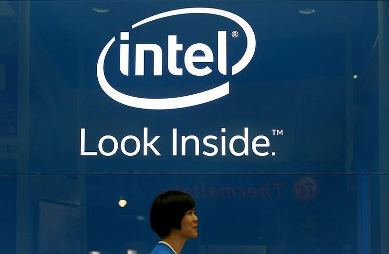 An employee walks past an Intel logo in Taipei June 3, 2014. REUTERS/Pichi Chuang