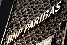 BNP Paribas, à suivre jeudi à la Bourse de Paris. La justice américaine reste ferme dans le cadre du litige qui l'oppose à la banque, accusée d'avoir réalisé des opérations en dollars avec des pays placés sous embargo américain. /Photo d'archives/REUTERS/Philippe Wojazer