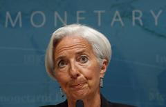 En la imagen, la directora gerente del FMI, Christine Lagarde, en Washington el 16 de junio de 2014. La situación fiscal de la zona euro está ahora cerca de niveles neutrales tras años de austeridad y mantiene un equilibrio entre la reducción de la deuda y el apoyo a la demanda para impulsar el crecimiento económico, dijo el jueves el Fondo Monetario Internacional en un comunicado.   REUTERS/Kevin Lamarque