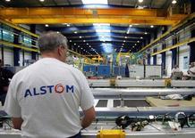 Le conseil d'administration d'Alstom s'est prononcé en faveur d'une vente à General Electric d'une partie de sa branche énergie, le groupe confirmant ainsi son choix initial et celui de l'Etat français. /Photo d'archives/REUTERS/Régis Duvignau