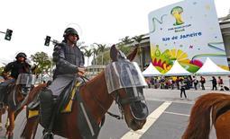 Policiais reforçam segurança no Maracanã.            REUTERS/Yves Herman
