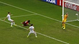 Varela marca gol de empate de Portugal contra os EUA em Manaus. REUTERS/Andres Stapff