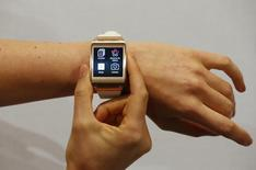 A model presents a Samsung Galaxy Gear smartwatch after its launch at the IFA consumer electronics fair in Berlin, September 4, 2013.         REUTERS/Fabrizio Bensch