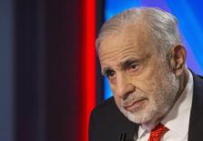 Billionaire activist-investor Carl Icahn gives an interview on FOX Business Network's Neil Cavuto show in New York in this February 11, 2014 file photo.  REUTERS/Brendan McDermid/Files