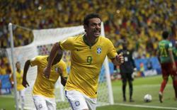 Fred comemora gol do Brasil contra Camarões.   REUTERS/Ueslei Marcelino