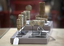 Piezas arqueológicas precolombinas de arte son exhibidas en el Museo de América en Madrid, 24 de junio de 2014.  España devolvió el martes a Colombia 691 piezas arqueológicas recuperadas en una operación policial, en una ceremonia en el Museo de América de Madrid, donde permanecían custodiadas desde su hallazgo en el 2003. REUTERS/Andrea Comas
