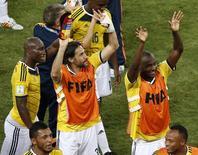 Jogadores da Colômbia comemoram vitória sobre o Japão em Cuiabá. 24/06/2014. REUTERS/Suhaib Salem